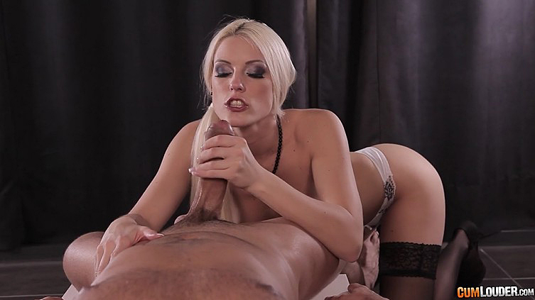 Hot milf Blanche Bradburry gives him the blowjob