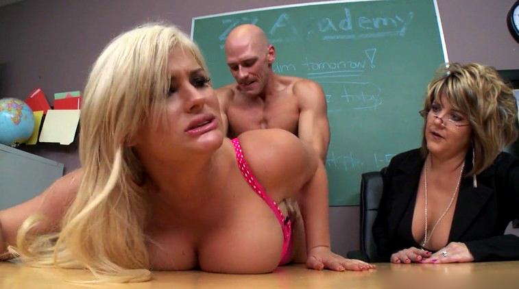 manuela hot vagina naked