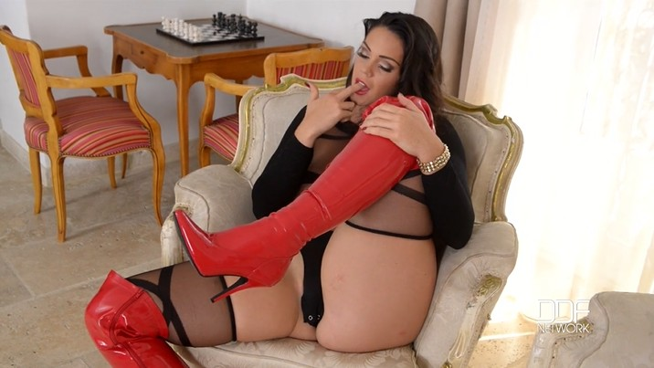 Masturbating tits high big heels