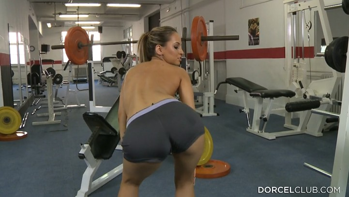 Hot babe seduce gym instructor