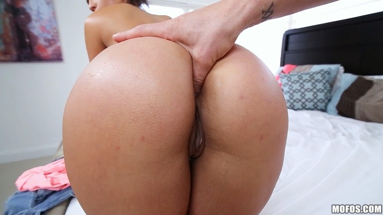 Mature Latina With Juicy Ass Fucked On Sofa