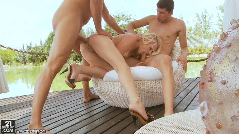 Anal threesome with very sexy blonde