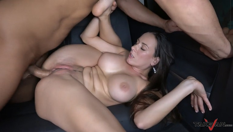 Hot bbw mom gets anal creampie in car