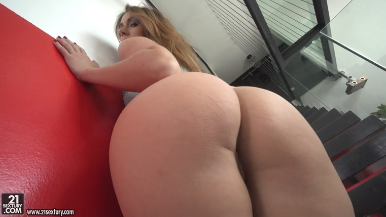 Nice big ass MILF creampie