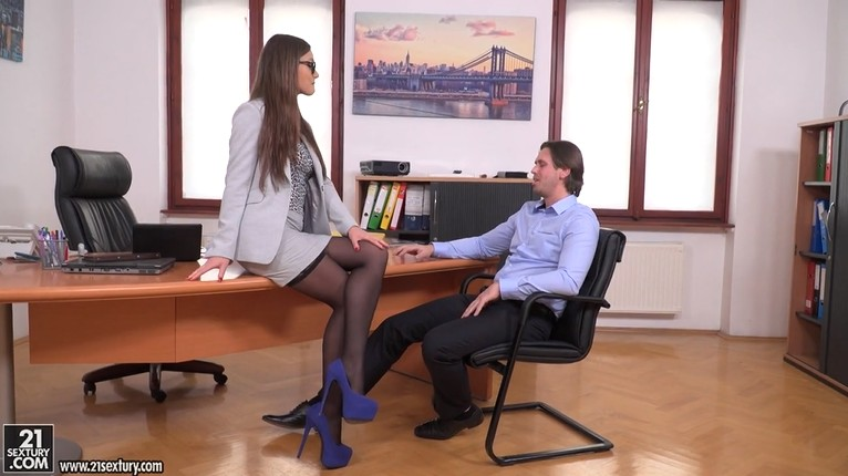 Classy office lady in double penetration
